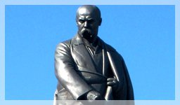 Человек, отмеченный наибольшим количеством памятников